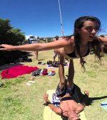 AcroYoga-at-Bondi-Beach-Amazing-Skills