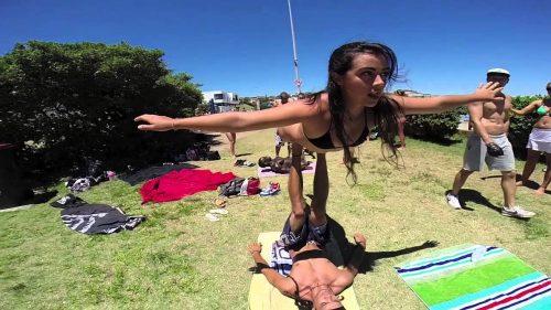 AcroYoga-at-Bondi-Beach-Amazing-Skills