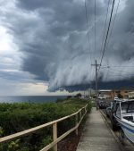 Sydney-Storm-Watch-Bondi-beach-Cloud-tsunami-roll-into-Sydney-in-Australia
