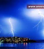 Epic-Lightning-storm-hits-Bondi-Beach-Sydney-Australia