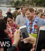 Prince-Harry-and-Meghan-at-Sydneys-Bondi-Beach
