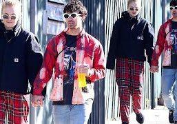 Breaking-News-Today-Joe-Jonas-and-GoTs-Sophie-Turner-redefine-cute-in-Sydneys-Bondi